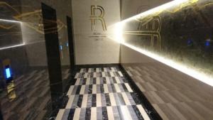 Мраморный холл в ЖК Royal Tower